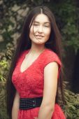 Fashion portrait of a beautiful girl in the park on a summer morning appearance Asians — Foto de Stock