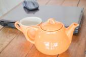 Tea time break in workplace — Zdjęcie stockowe
