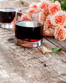 Glasses of Red Wine and Pink Roses on Wooden Background — Foto Stock