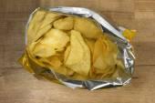 Potato chips in an open bag — Stockfoto