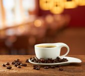 Warm cup of coffee on blur cafe background — Stock Photo