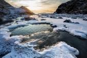 Arktiska landskap - frysning river - Spetsbergen, Svalbard — Stockfoto
