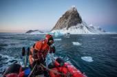 Arctic fjord pontoon cruise - Spitsbergen, Svalbard — Stock Photo