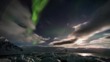 Beautiful Northern Lights over the Arctic mountains and glaciers — Video Stock