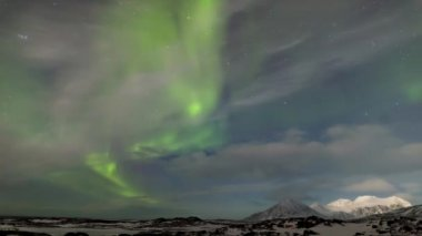 Beautiful Northern Lights over the Arctic mountains and glaciers — 图库视频影像