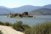 Early morning with the ruins in the back ground. Bafa Lake, Turk — Stock Photo