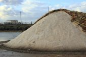 Traditional salt production near Trapani in Sicily, Italy — Stock Photo