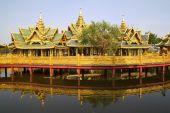 Big pavilion on water — Fotografia Stock