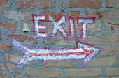 Hand painted exit sign on wall — ストック写真