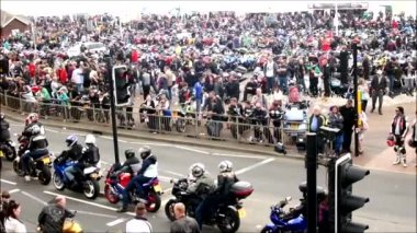 People gather for one of the biggest bike festivals — Stock Video