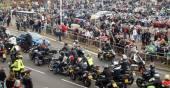 Bikers gather in a seaside bike festival — Stock Photo