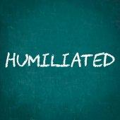 Humilié écrite sur tableau noir — Photo