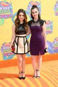 Laura Marano and Vanessa Marano — Stock Photo