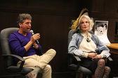 Eddie Shapiro and Julie Newmar — Stock Photo