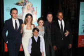 Jim Parsons, Ashley Greene, Pierce Gagnon, Joey King, Zach Braff and Donald Faison — Stock Photo