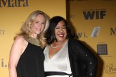 Betsy Beers and Shonda Rhimes — Stock Photo