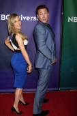 Julie Benz and Grant Bowler — Stock Photo