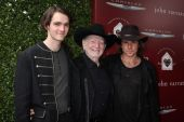 WIllie Nelson with sons Micah Nelson and Lukas Nelson — Stock Photo