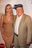 Eileen Davidson and Dick Van Patten — Stock Photo