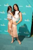 Roselyn sanchez e filha sebella — Foto Stock