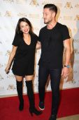 Janel Parrish and Val Chmerkovskiy — Foto de Stock