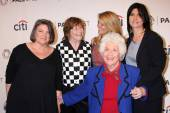 Mindy Cohn, Geri Jewell, Lisa Whelchel, Charlotte Rae and Nancy McKeon — Stock Photo