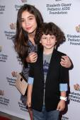 Rowan Blanchard and August Maturo — Stock Photo