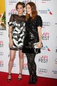 Kristen Stewart, Julianne Moore — Stockfoto