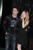 Sam Witwer, Chloe Dykstra — Stock Photo