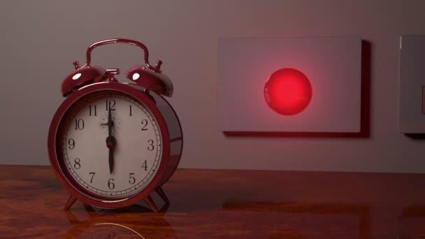Reloj de alarma se apaga, botón de golpe de mano y sube como un cohete — Vídeo de stock