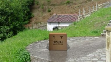 Box with Fragile, Handle with care on side unfurls to release Doves — Stock Video