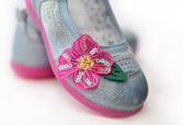 Decorative element in the form of a flower with sequins on children's shoes. — Stockfoto