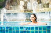 Beautiful woman relaxing in swimming pool — Stock Photo