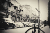 Blurred image of city street with bicycle — Стоковое фото