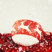 Christmas decoration in white and red colors — Stock Photo
