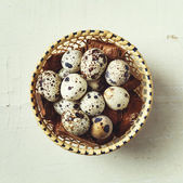 Food background with quail eggs — Stockfoto