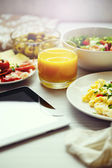 Fresh breakfast food. Scrambled eggs and juice. — Stock Photo