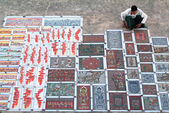 Paintings seller at the archaeological site of Bagan — Stock Photo