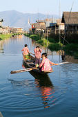 Children on rowing a boat at the village of Maing Thauk — Stock Photo