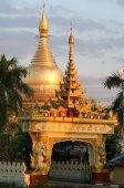 Maha Wizaya Paya pagoda at Yangon — Stock Photo