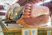 Big lying Buddha at the pagoda Chaukhtatgy of Yangon — Stockfoto
