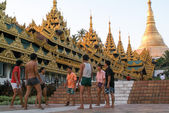 People playing with a ball in the area of the Shwedagon Pagoda i — Stock Photo