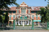 Yangon (Rangoon) building from British Imperial time — Стоковое фото