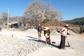 People transporting stones for road construction near Pindaya — Stock Photo