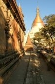 Myinkaba pagoda at the archaeological site of Bagan — Stock Photo