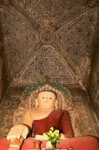 Buddha statue on the temple of Nanda Mannya at Bagan — Stock Photo