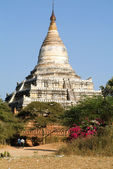 Shwesandaw temple at the archaeological site of Bagan — Fotografia Stock