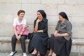 Croatian woman sitting and talking at Dubrovnik — Stock Photo