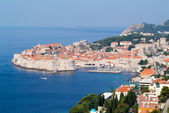 View at the coast with the old town of Dubrovnik — Foto Stock