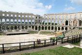 Tourists walking on the ruins of Roman amphitheatre at Pula — Stock Photo